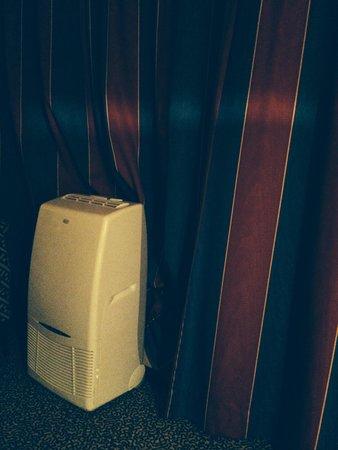 Hotel Victoria : Aircon in Room 134