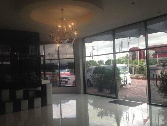 Regent Star Hotel : deceptive lobby