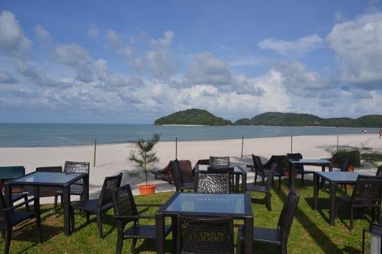 Meritus Pelangi Beach Resort & Spa, Langkawi: view sitting at the CBA bar @ the Meritus resort langkawi