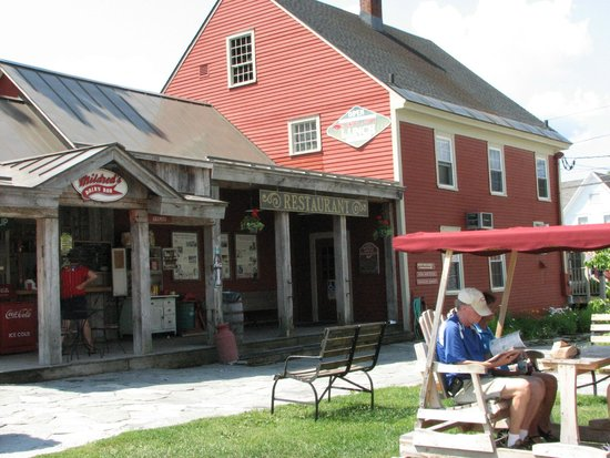 Vermont Country Store: Courtyard