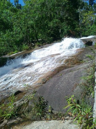 Gunung Ledang (Mount Ophir) : crystal clear water pouring down