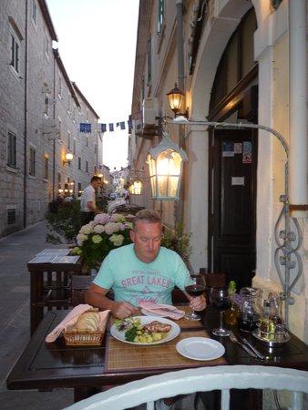 Konoba dalmatino: Outdoor Seating