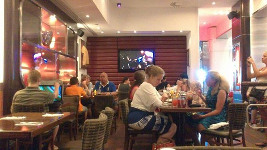 Hard Rock Cafe Barcelona: Atmosfera da sogno