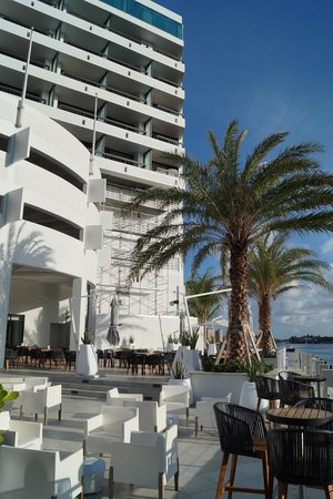 Waterstone Resort & Marina Boca Raton, Curio Collection by Hilton : Bar am Pool