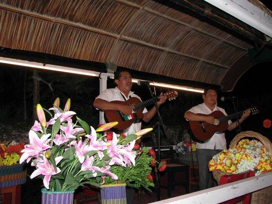 Xoximilco Cancún: Troubadours