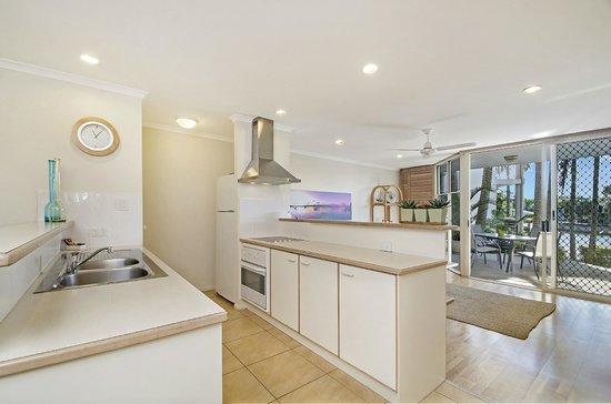 Portside Noosa Waters Resort: 1/2 Bedroom Townhouse Kitchen