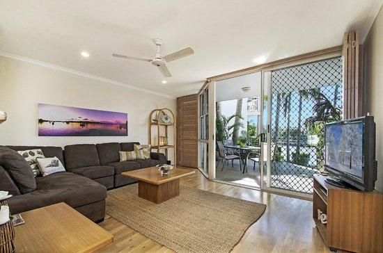 Portside Noosa Waters Resort: 1/2 Bedroom Townhouse Living Room