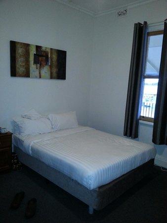 Caledonian Hotel: Trady's room