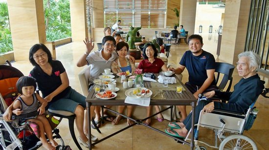 Mulia Resort: breakfast