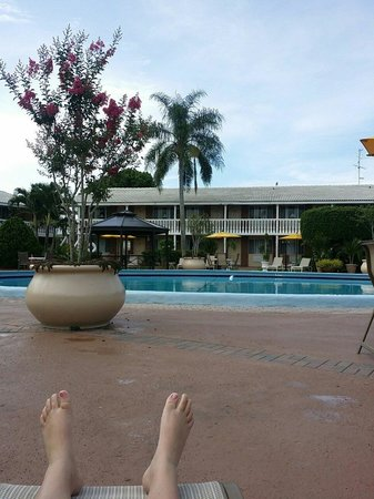 BEST WESTERN Palm Beach Lakes Inn: Beautiful pool side