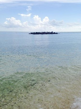 Fort Zachary Taylor Historic State Park : water and the rocks
