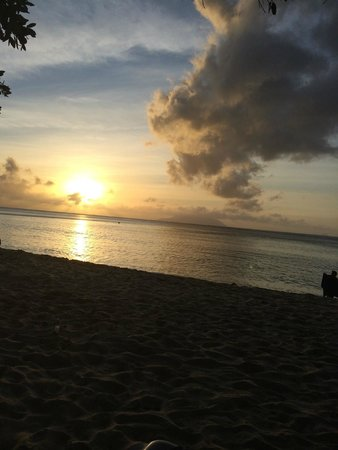 Berjaya Beau Vallon Bay Resort & Casino - Seychelles : Sunset at Beau Vallon
