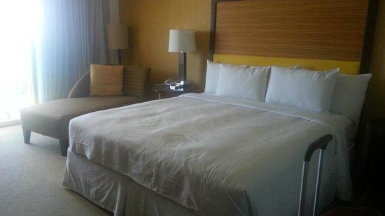 Hilton Waikiki Beach: Our bed
