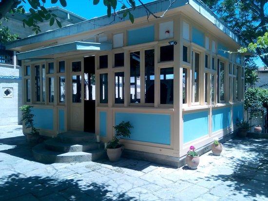 Gul Konaklari - Sinasos Rose Mansions: avlu