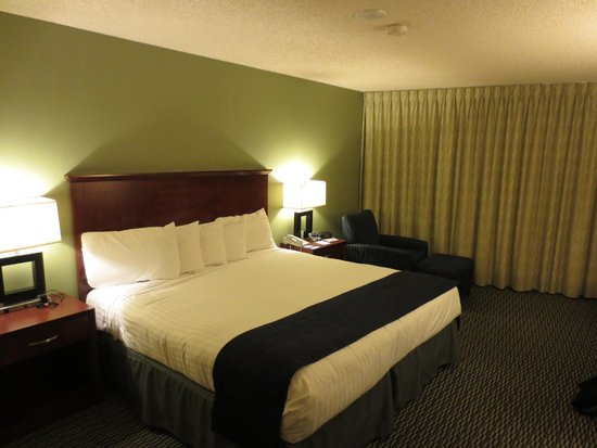 Aquarius Casino Resort : room was nicely appointed