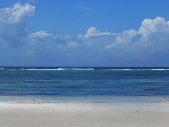 Stilts Backpackers: The beach - only 10 minutes away