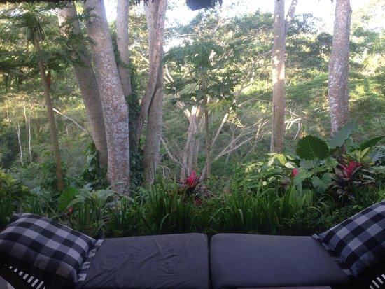 Maya Ubud Resort & Spa: Lounge esterna della camera