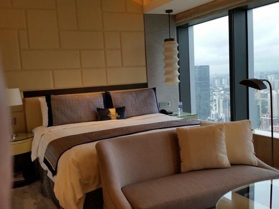 Jing An Shangri-La, West Shanghai: The bed