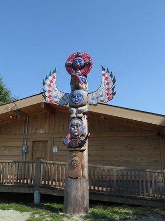 Bella Coola Valley Inn : in the village