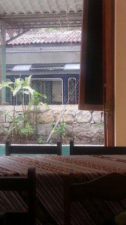 Hostal Inti Quilla: Vista desde el restaurante ubicado en la esquina del hostal.