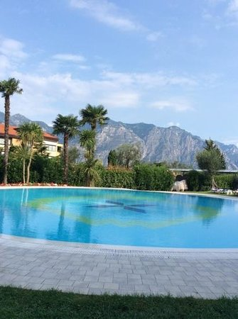 Majestic Palace Hotel: view from the childrens pool