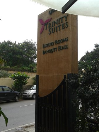 Trinity Suites: Entrance of Hotel