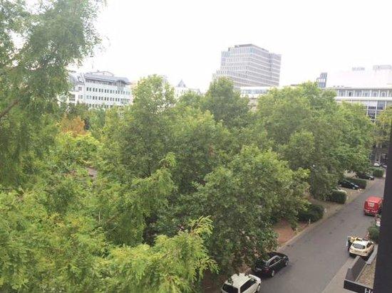 Steigenberger Hotel Berlin: Blick vom Zimmer
