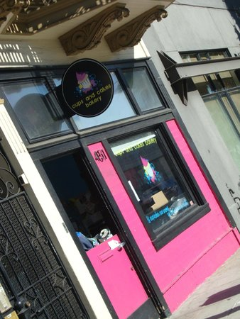 Cups and Cakes Bakery: Entrance of the shop