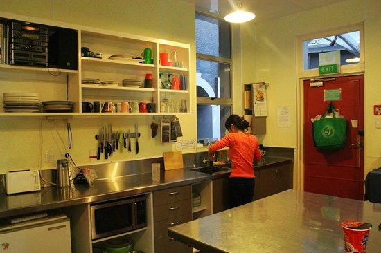 Hogwartz Backpacker Hostel: kitchen. bigger than ur room.