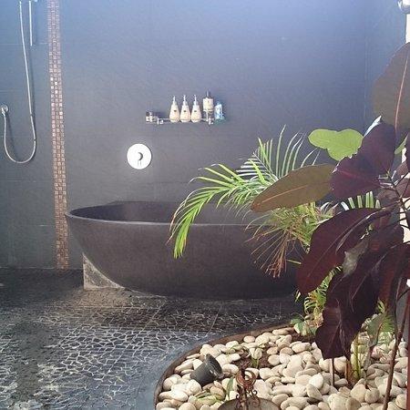 Jimbaran Cliffs Private Hotel & Spa: ванная