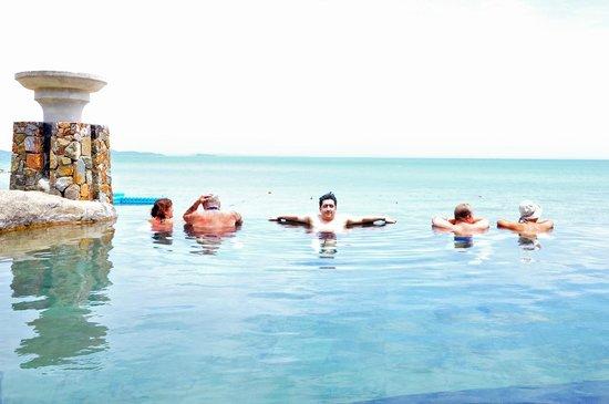 Centara Grand Mirage Beach Resort Pattaya: Exterior Pool View