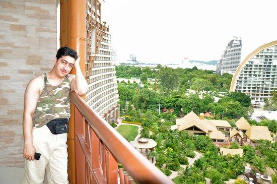 Centara Grand Mirage Beach Resort Pattaya: Room Balcony View