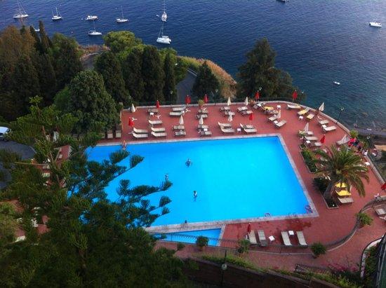 Hotel Villa Diodoro : la piscina e una veduta