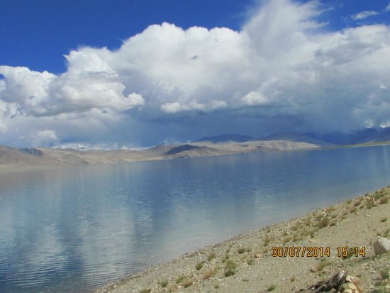 Tso Moriri: Clear lake water