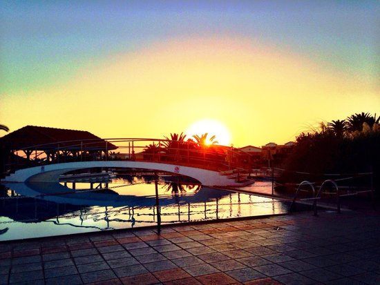 Annabelle Beach Resort : Sunrise over the Top Pool