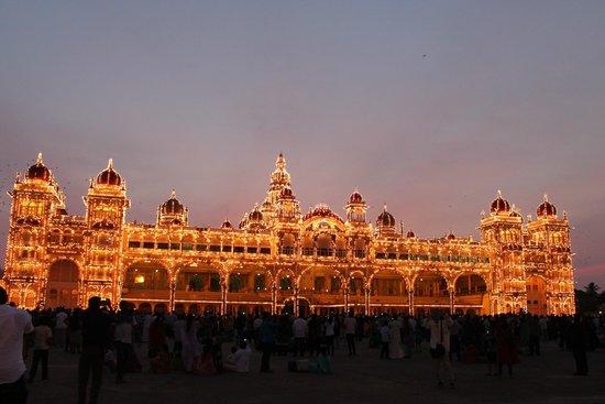 Mysore Maharajah's Palace (Amba Vilas): Mysore palace Lighted