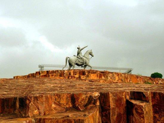 Rao Jodha Ji Statue : Rao Jodha Statue from Road