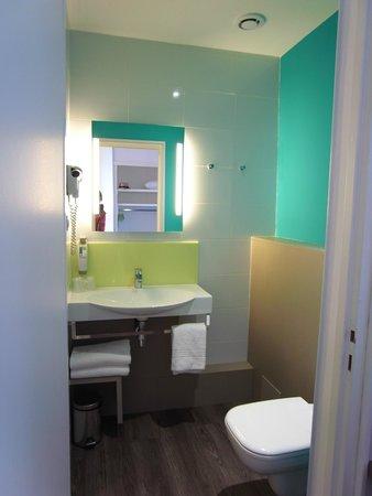 Ibis Styles Bayonne Gare Centre : バスルーム。