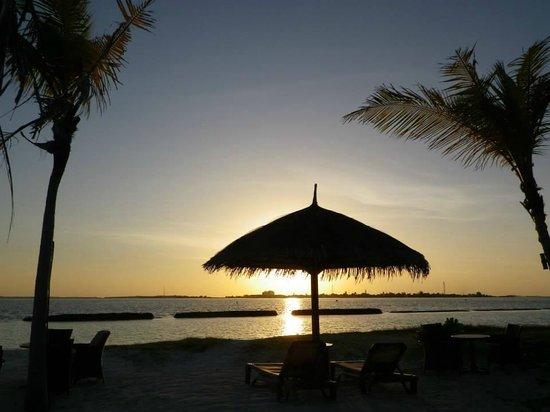Komandoo Maldives Island Resort: Sunset