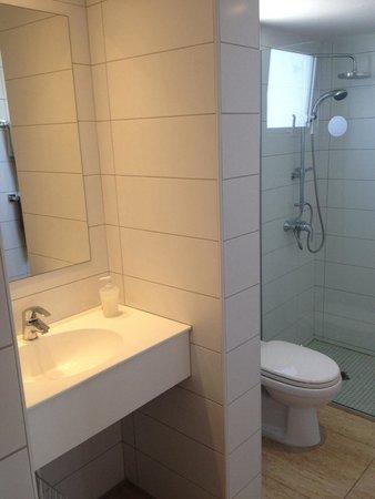 Sunprime Ayia Napa Suites: Bathroom