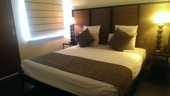 Mantra Frangipani Broome : Main bedroom