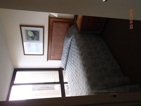 Aston Waikiki Sunset : Main Bedroom