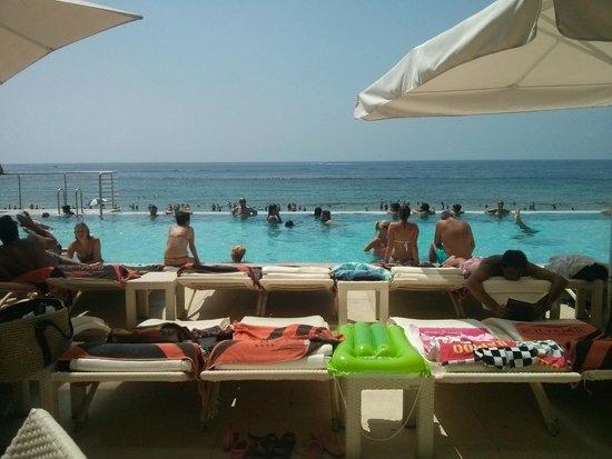 Gran Hotel Sol y Mar: Piscina infiníta