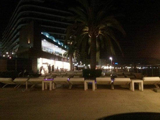 Gran Hotel Sol y Mar: Beach club espacio nocturno