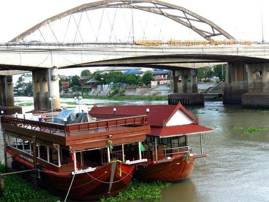 Krungsri River Hotel : Vistas desde la terraza.