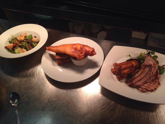The Crown Inn: Prawn salad, fish and chips and gammon