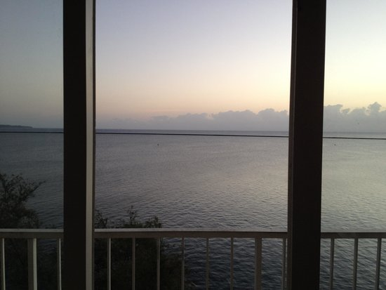 Hilo Naniloa Hotel : sunrise & sunset view