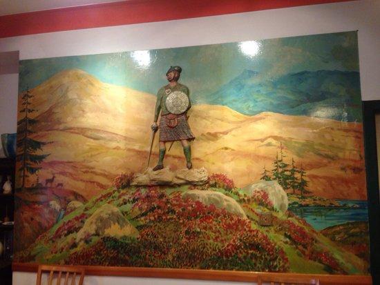 MacDougall Clansman Hotel: A Highlander watches as you eat your porridge!