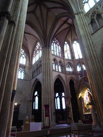 Cathedrale Sainte-Marie de Bayonne: 内部。