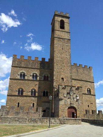 Castello dei Conti Guidi di Poppi: veduta del castello dall'esterno